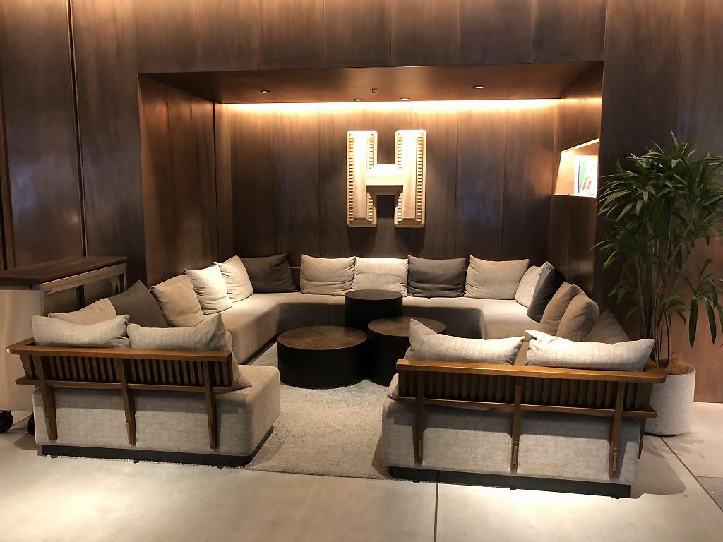 HAMACHO HOTEL TOKYOのソファ席
