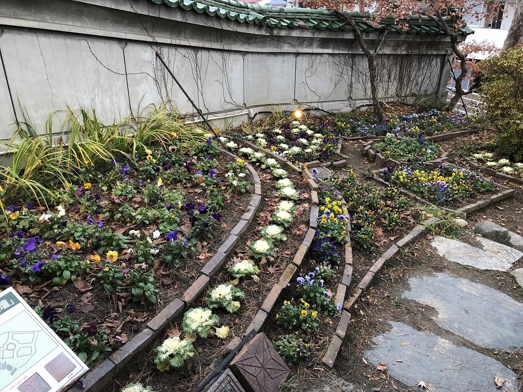 花巻の茶寮かだんの花壇1