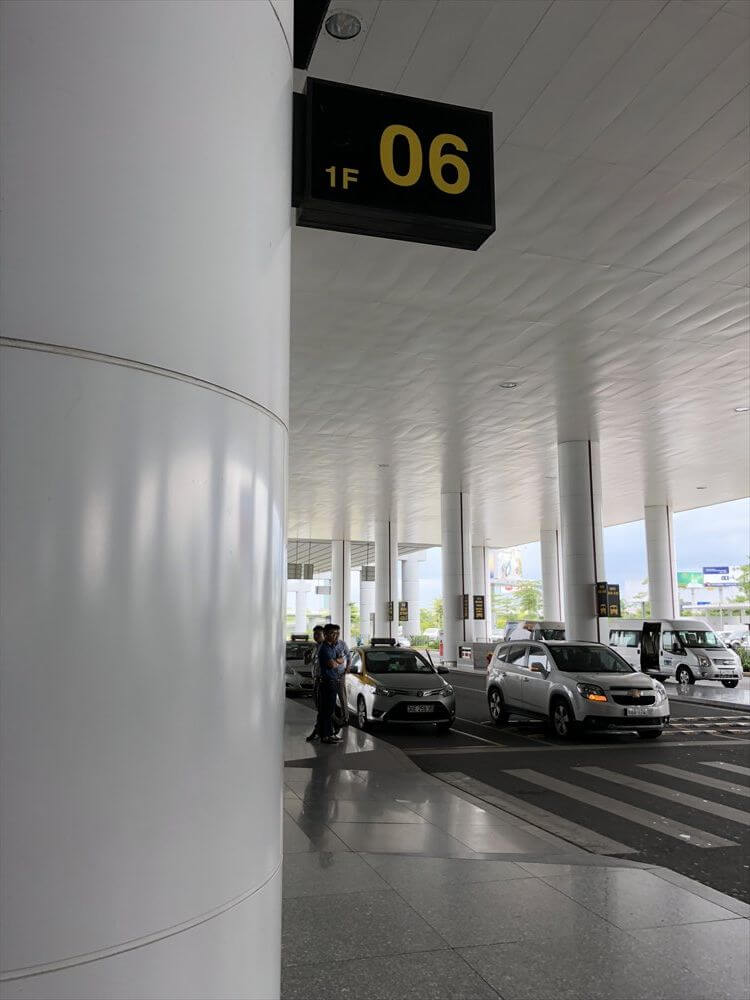ノイバイ空港のタクシーの乗車位置