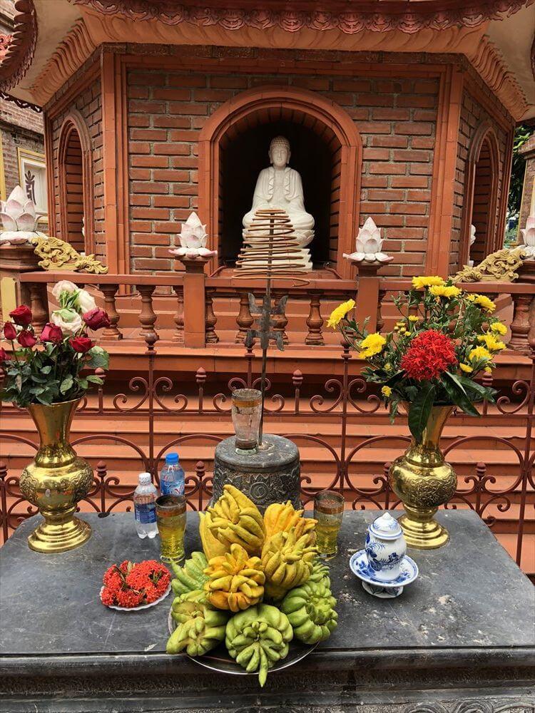 ハノイの鎮国寺の仏塔2