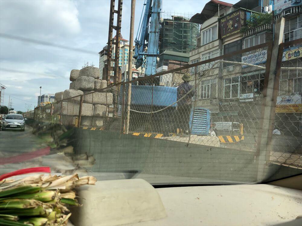 ハノイの工事中の道路