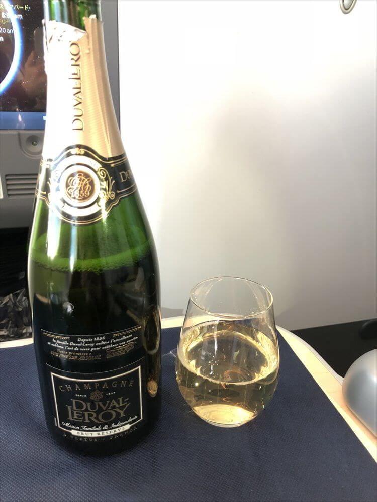 ANA857便(羽田-ハノイ)ビジネスクラスのシャンパン