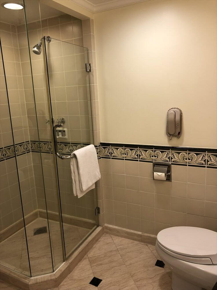 シェラトンハノイホテルのクラブルームのシャワールーム