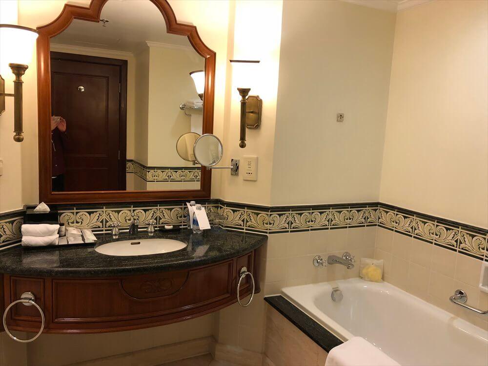 シェラトンハノイホテルのクラブルームのバスルーム
