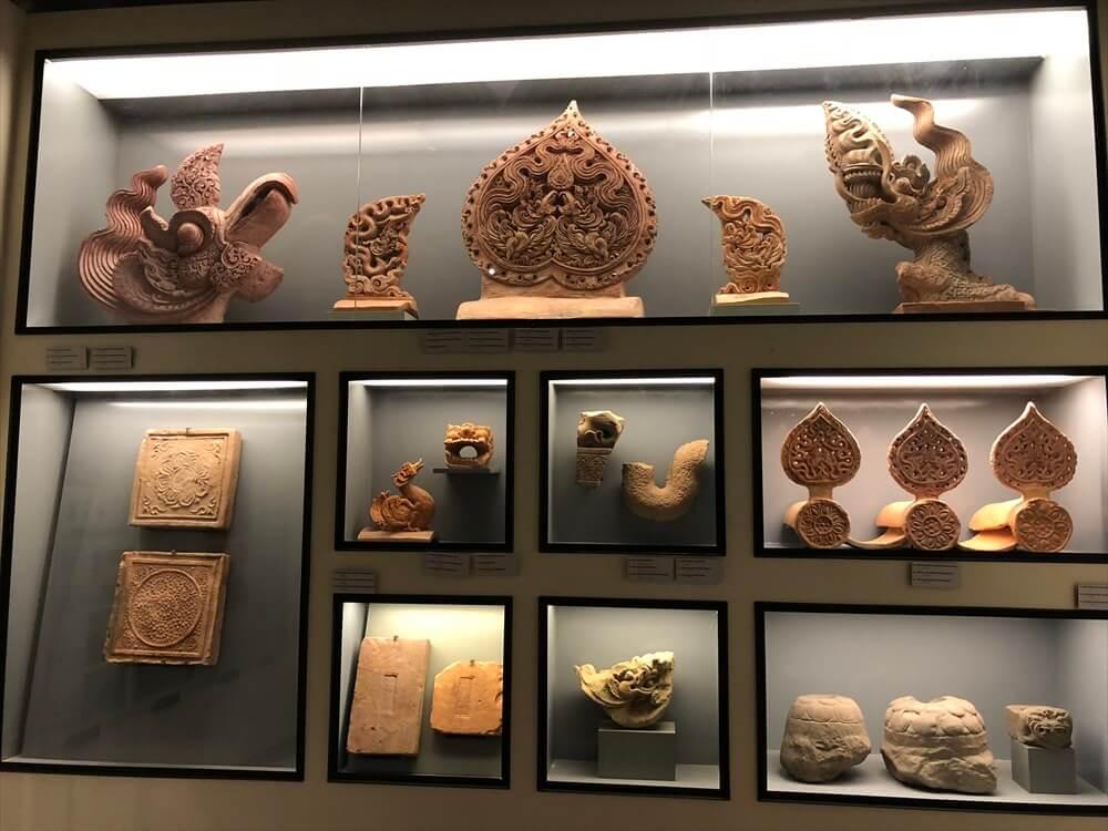 タンロン遺跡の歴代王朝の建築意匠や壺