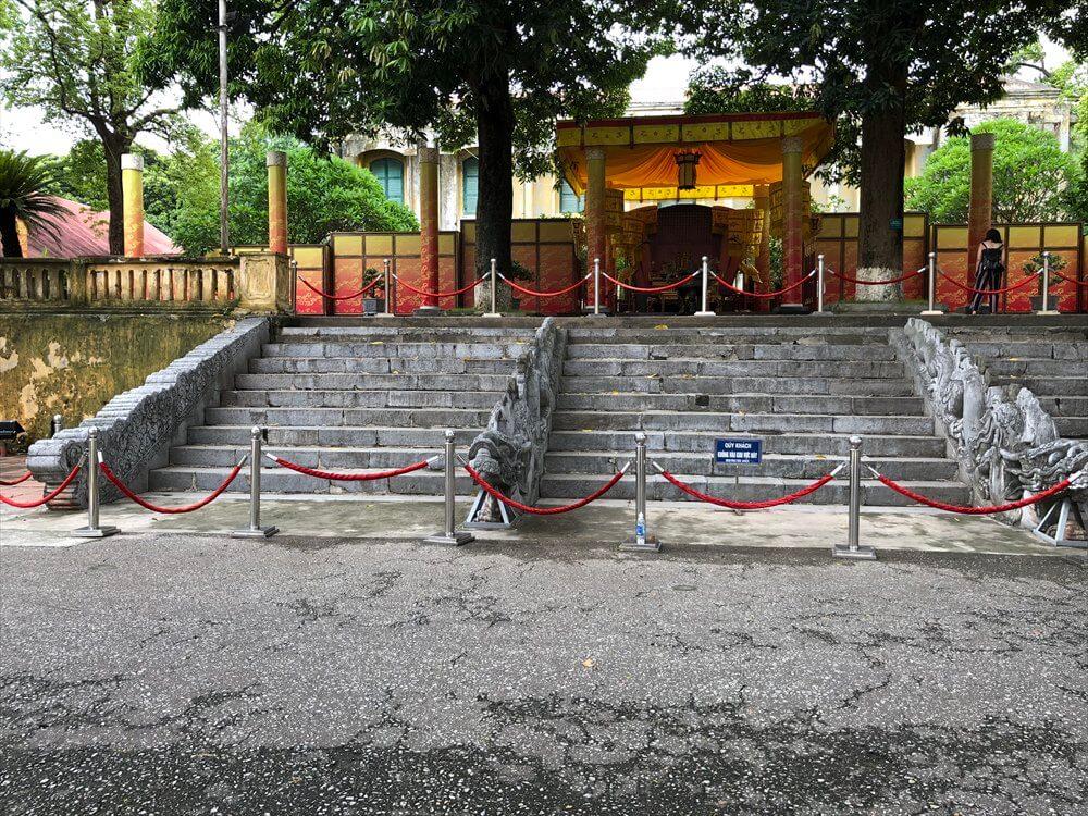タンロン遺跡の昇龍階段1