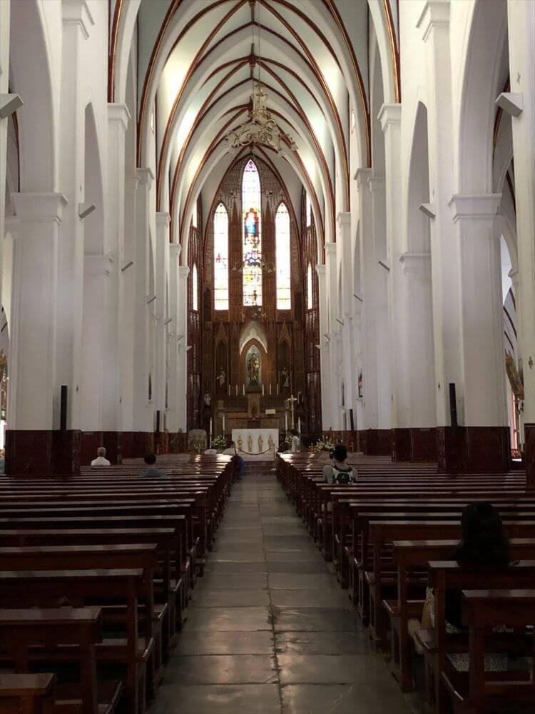 ハノイ大教会の内部1