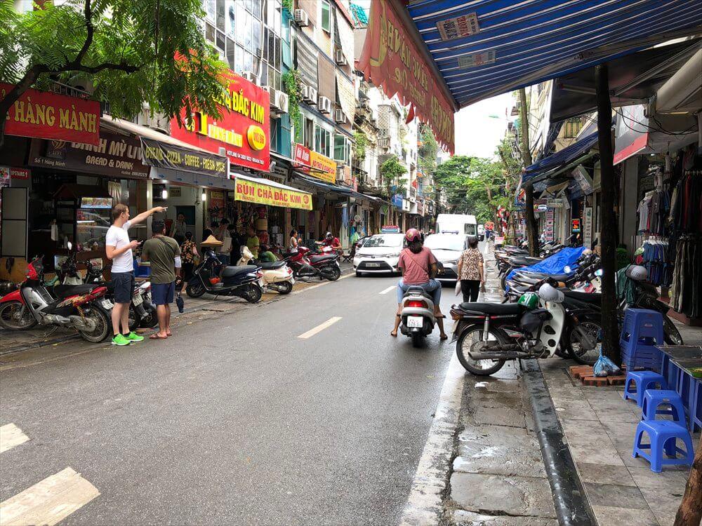 ハノイ旧市街の飲食店1