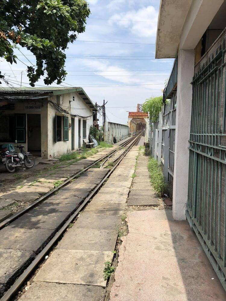 ロンビエン駅の線路1