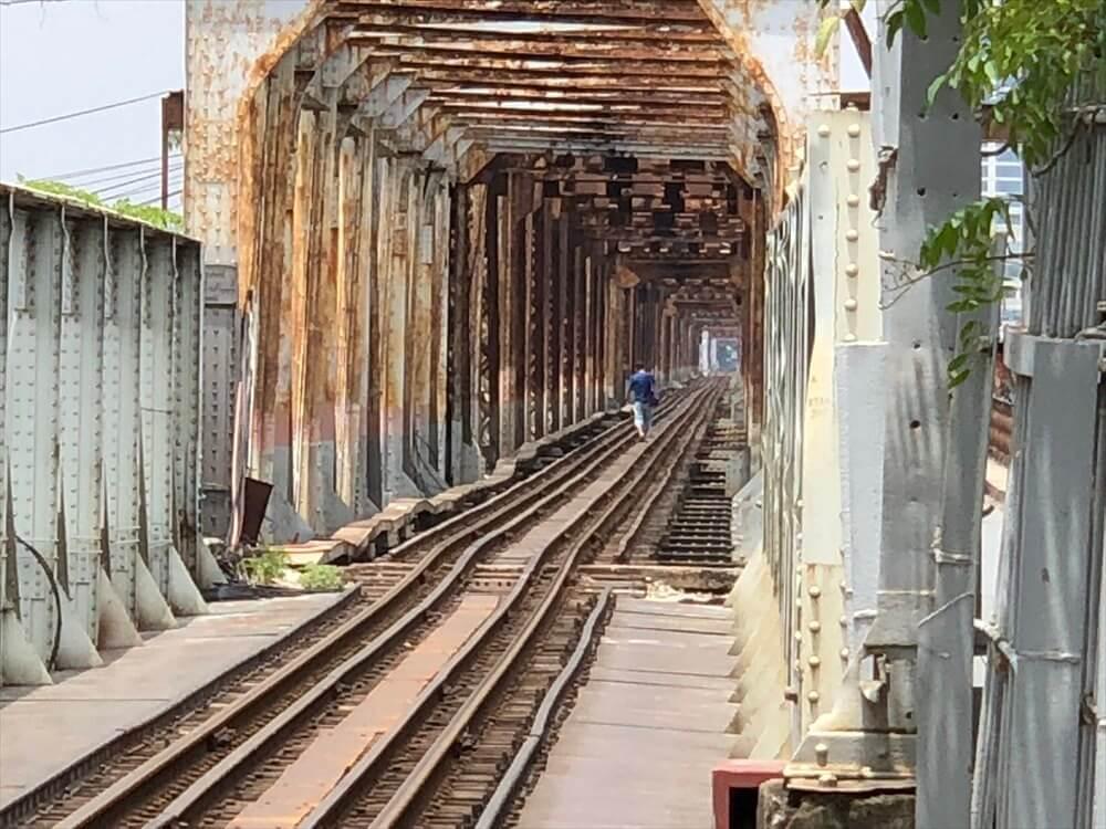 ロンビエン駅の線路2