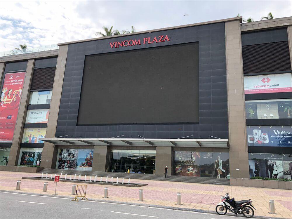 ロンビエン地区のVincom Plaza