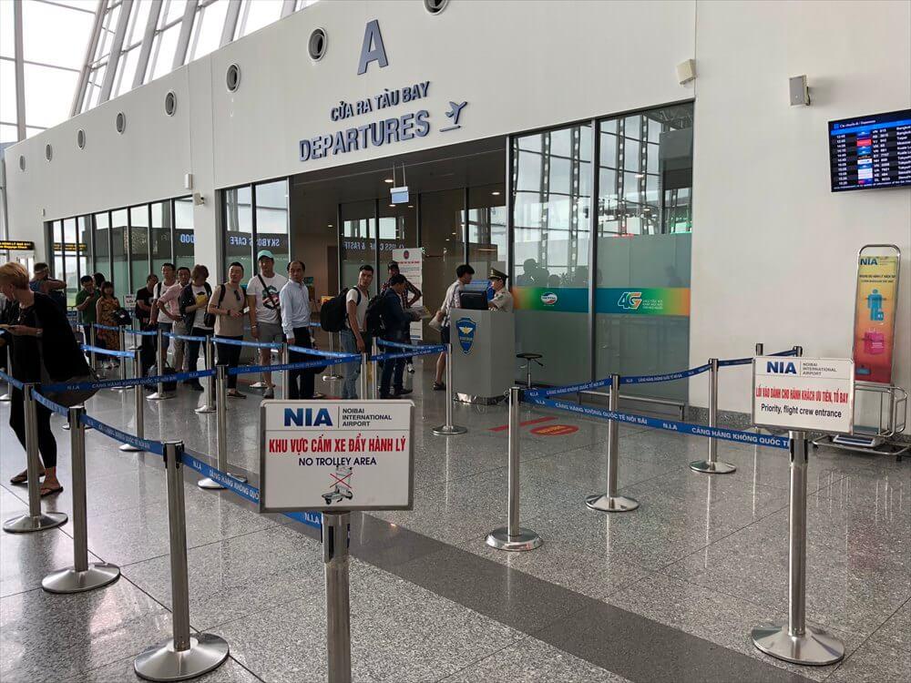 ノイバイ国際空港のプライオリティレーン