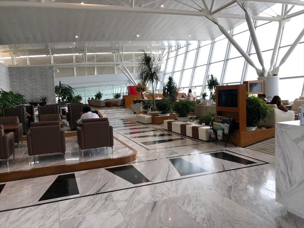 ノイバイ国際空港のACVビジネスラウンジの内観1