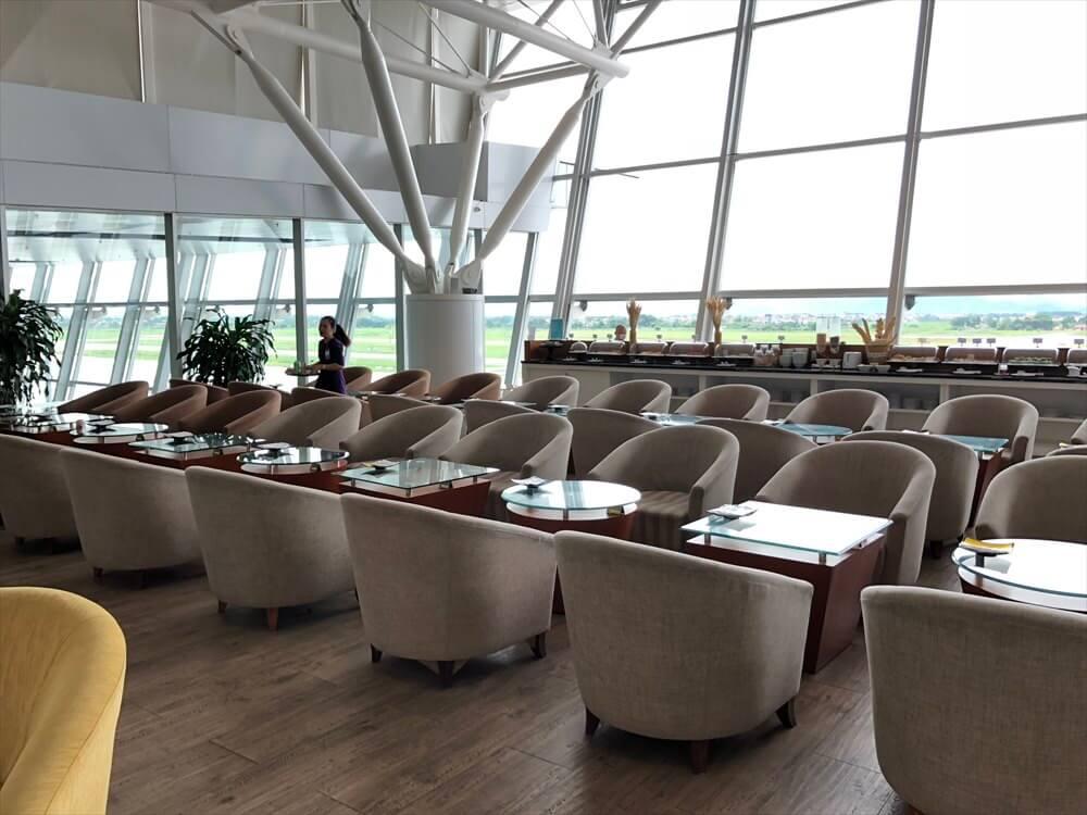 ノイバイ国際空港のACVビジネスラウンジの内観2