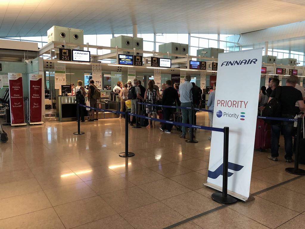 バルセロナエルプラット空港のフィンエアーのビジネスクラスチェックインカウンター