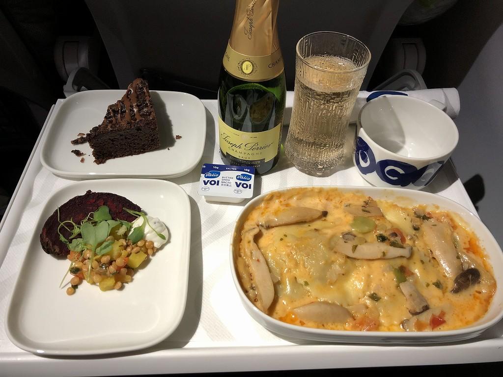 フィンエアーAY1652便のビジネスクラスの機内食1