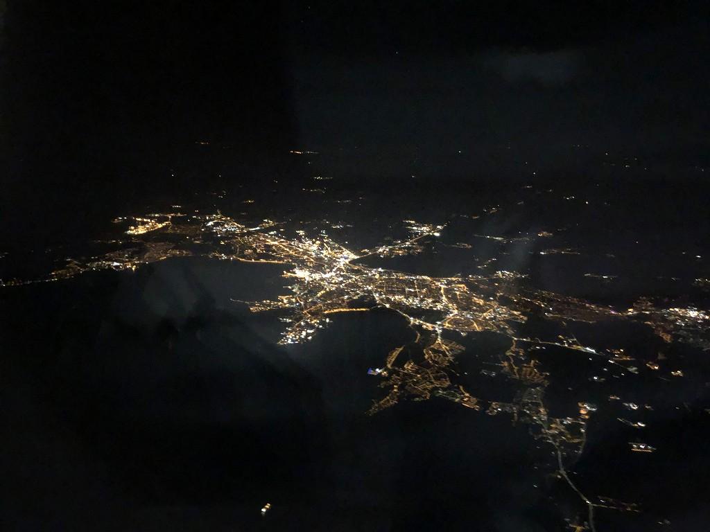 フィンエアーAY1652便からタリンの街明かり