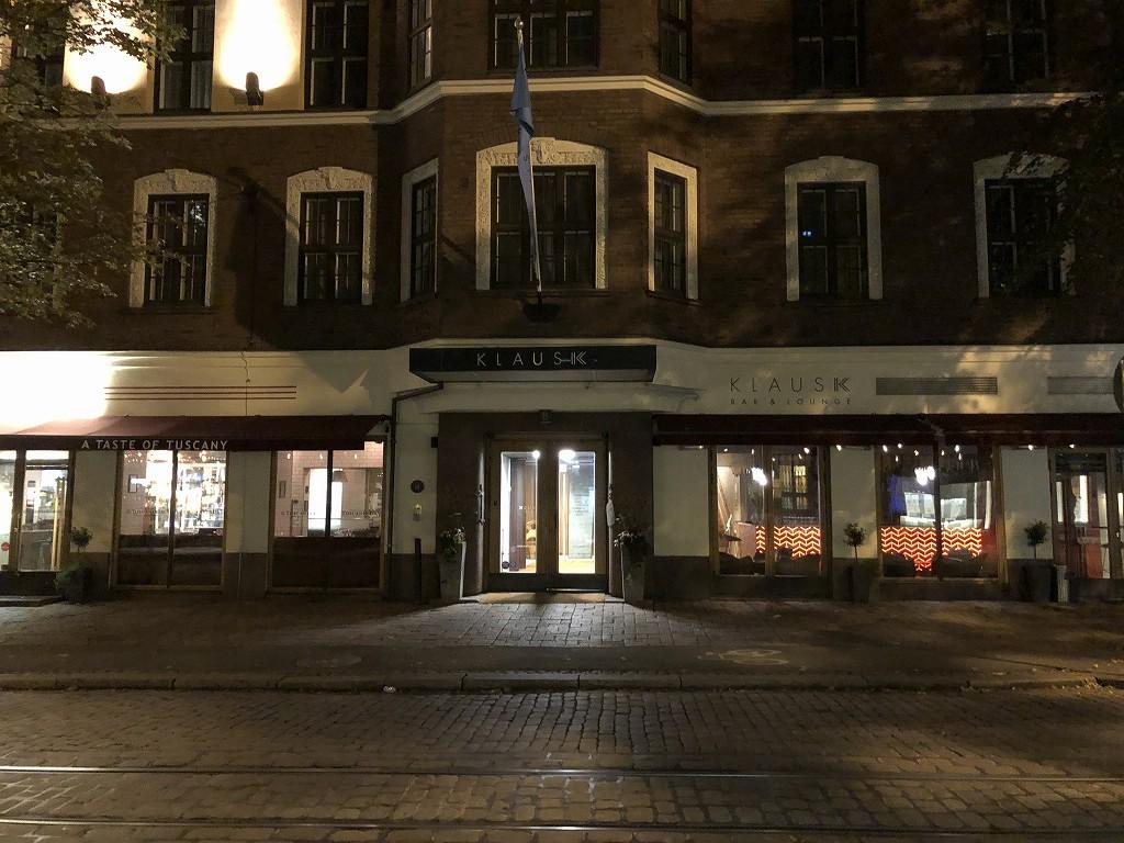 ヘルシンキ・クラウスKホテルの外観(夜)