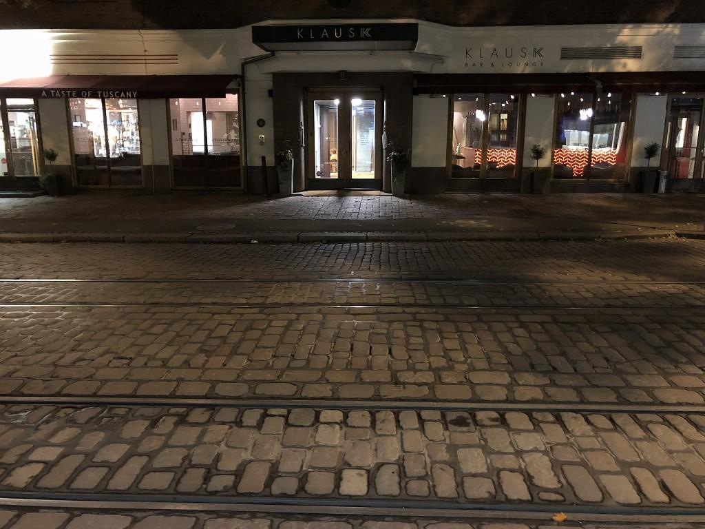 ヘルシンキ・クラウスKホテルの前の路面電車のレール
