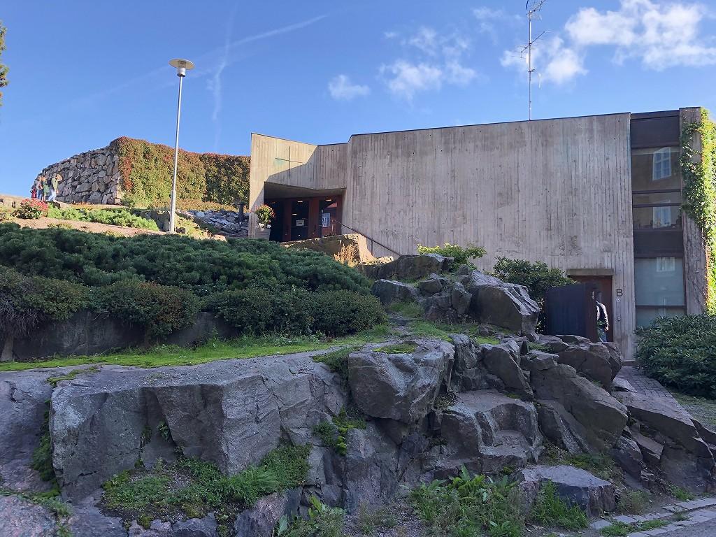 テンペリアウキオ教会の岩の庭1