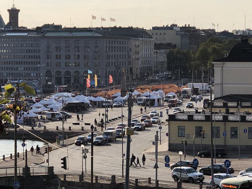ヘルシンキのウスペンスキー寺院からマーケット広場