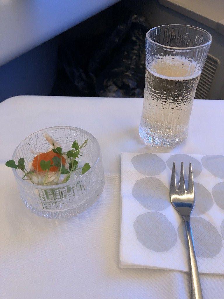 フィンエアーAY41便ビジネスクラスの機内食1