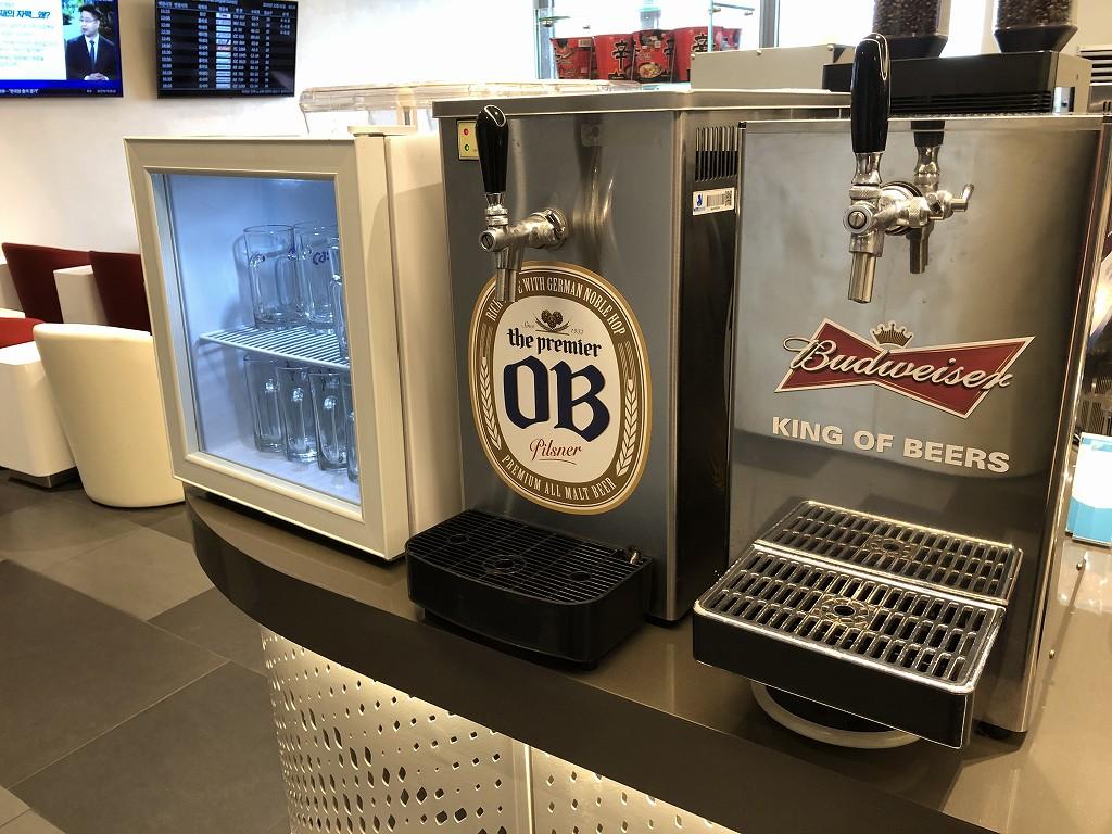 ソウル金浦空港のKALラウンジのOBビール・バドワイザー
