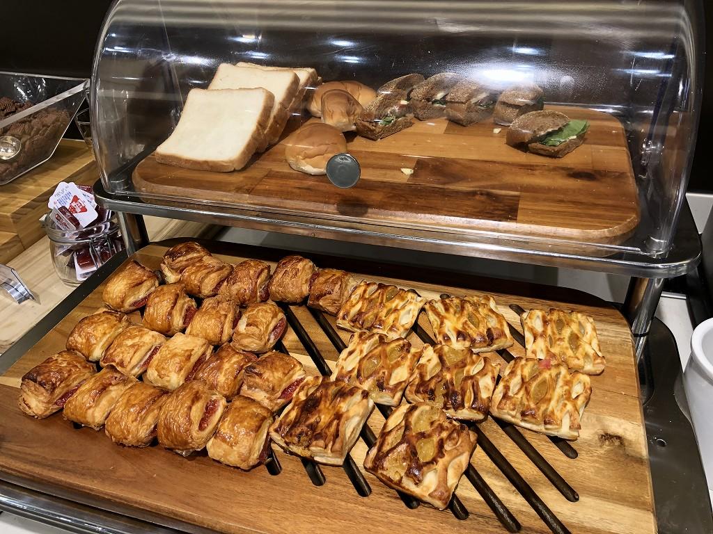 ソウル金浦空港のSKY HUB LOUNGEのパン類