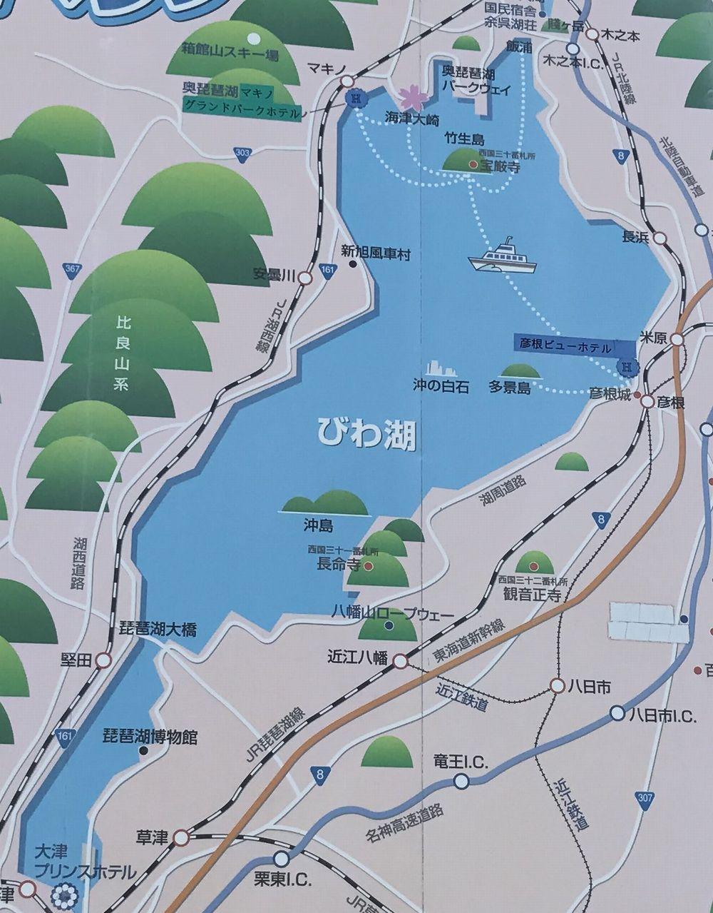 琵琶湖に浮かぶ沖島の地図