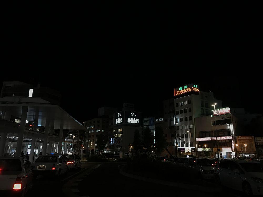 暗い福井駅前
