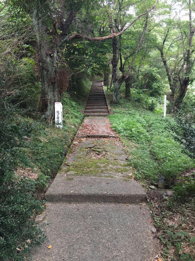 平田篤胤の墓所への石段2