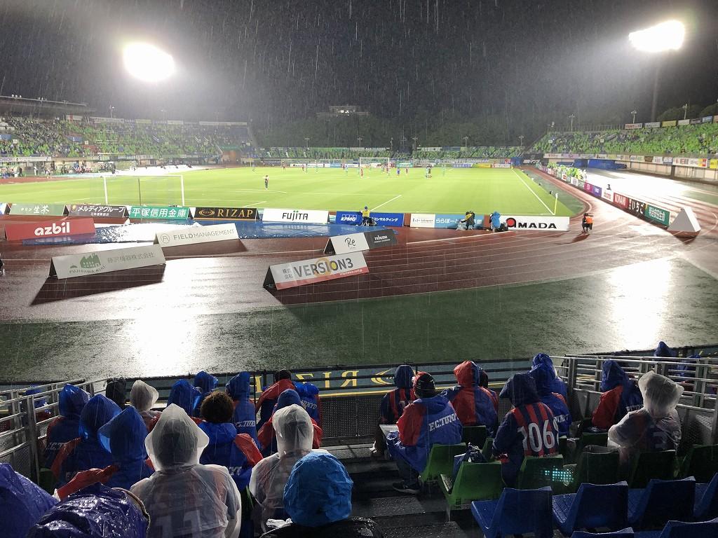 平塚のレモンガススタジアムで大雨