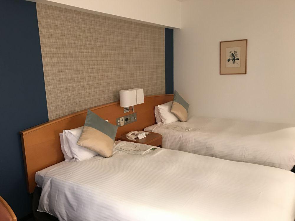 ホテルグランヴィア広島のスタンダードツインのベッド側