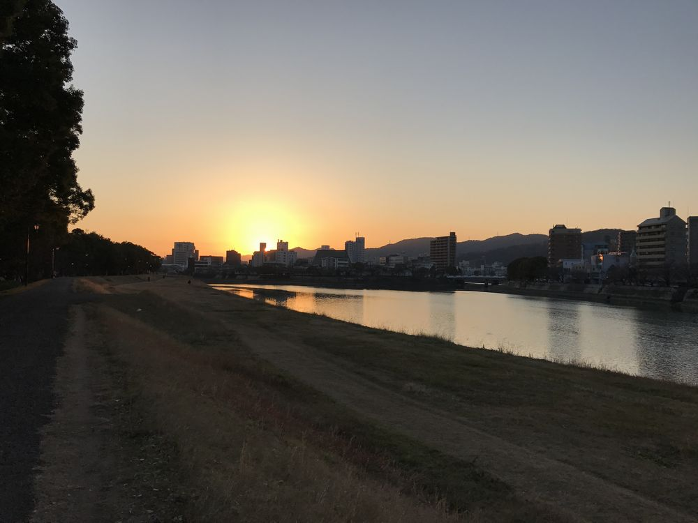 本川に沈む夕日