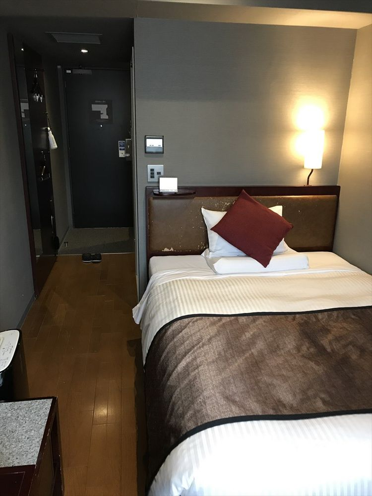 ホテルマイステイズ福岡天神スタンダードダブル(ベッド側)