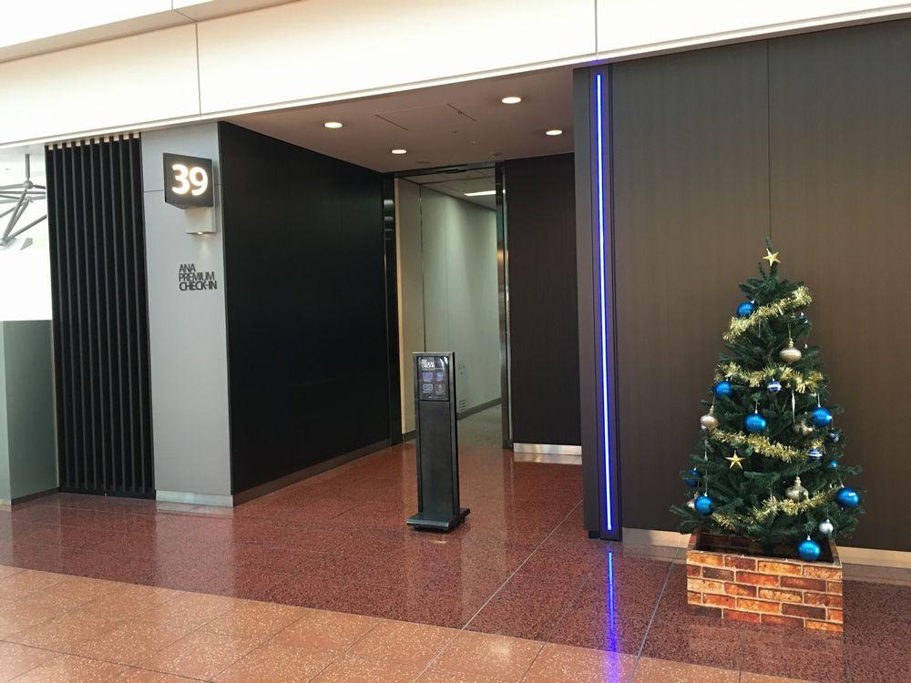 羽田空港のANAプレミアムチェックインカウンター