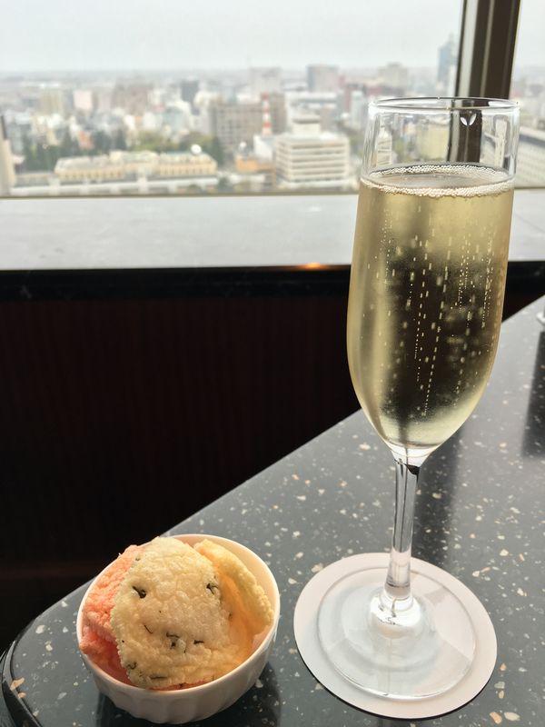ANAクラウンプラザホテルのスカイバーアストラルのシャンパン
