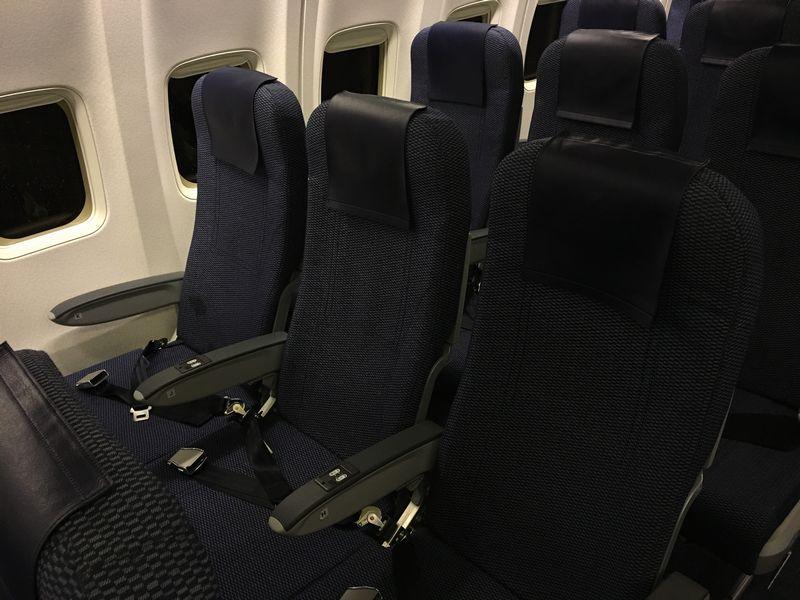 ANA322便の普通席