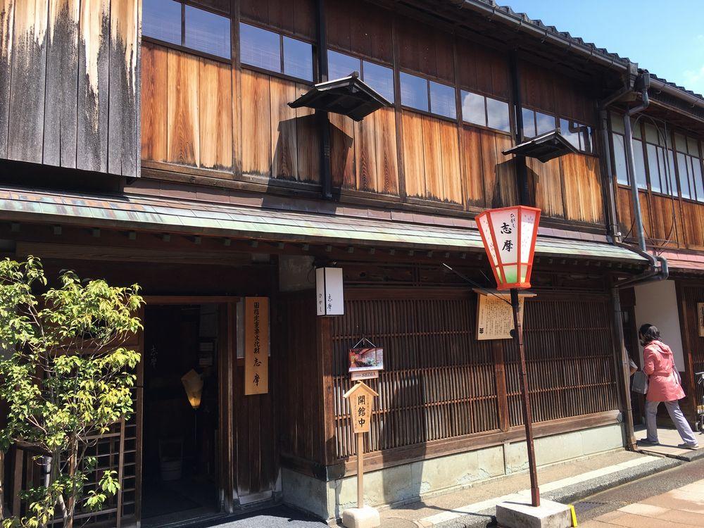 金沢のひがし茶屋街の志摩の外観