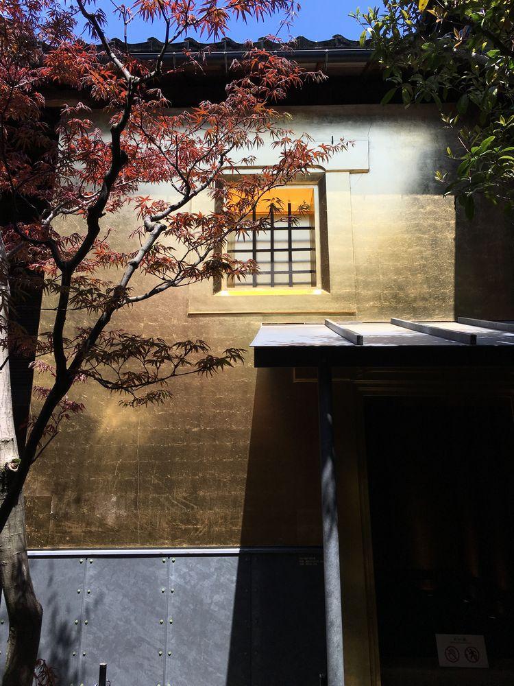 金沢のひがし茶屋街の黄金の蔵1
