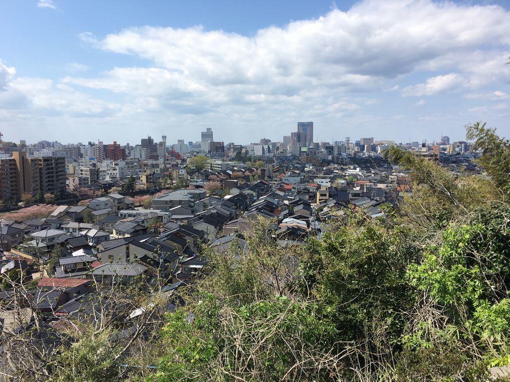 宝泉寺から金沢駅方面