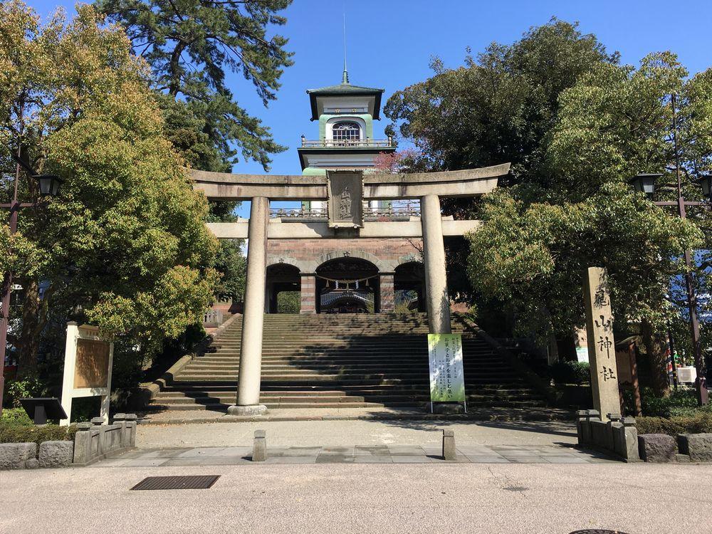 尾山神社の神門1