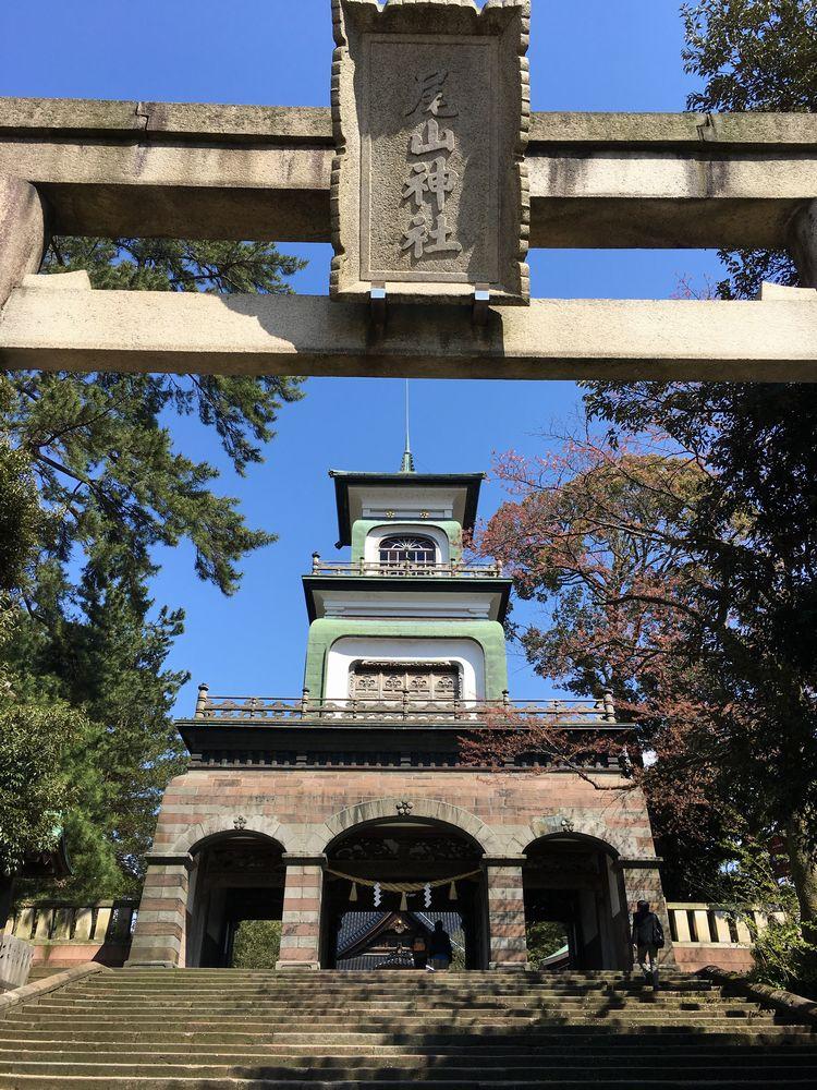 尾山神社の神門2