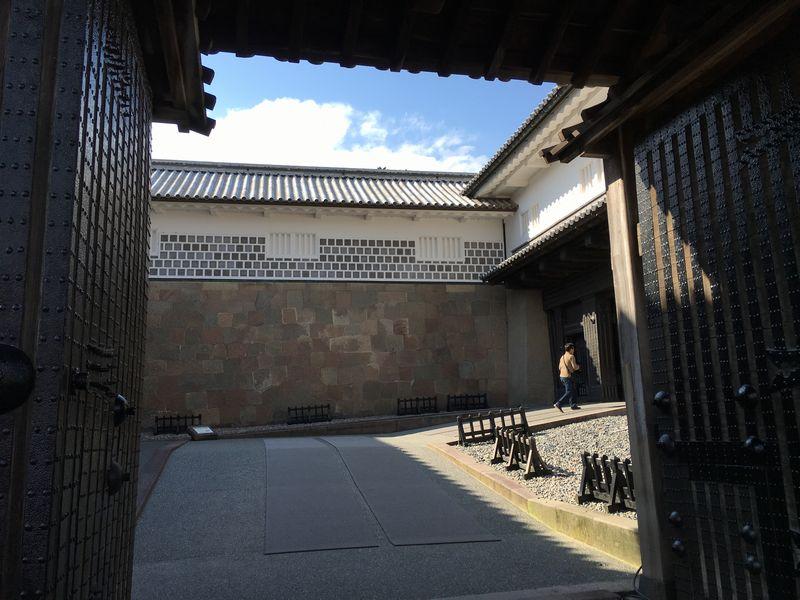 金沢城公園の石川門の枡形