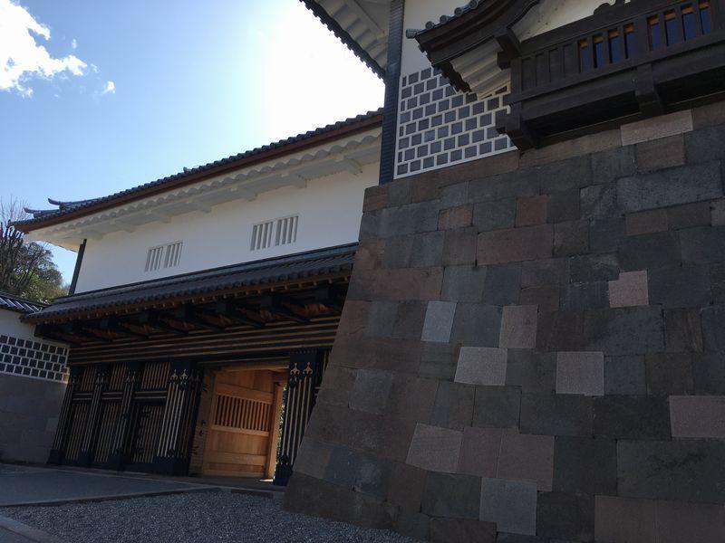 金沢城公園の橋爪門の枡形