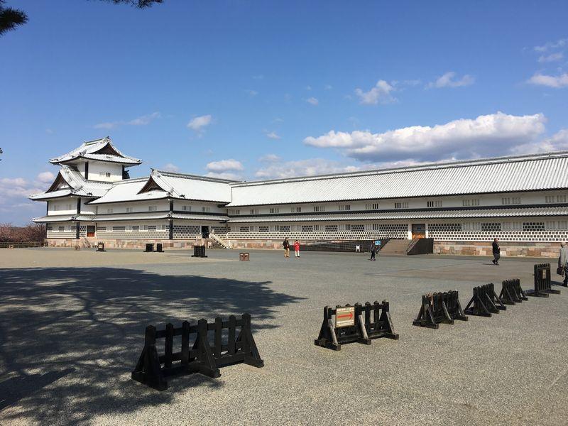 金沢城公園の二の丸広場