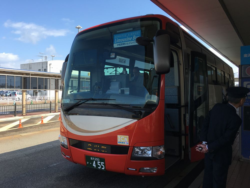 小松空港からJR金沢駅へのシャトルバス
