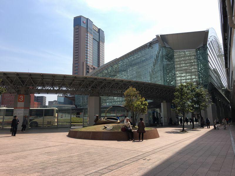 晴天のJR金沢駅