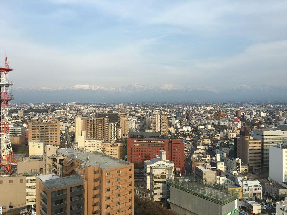 富山市役所の展望台から立山連峰