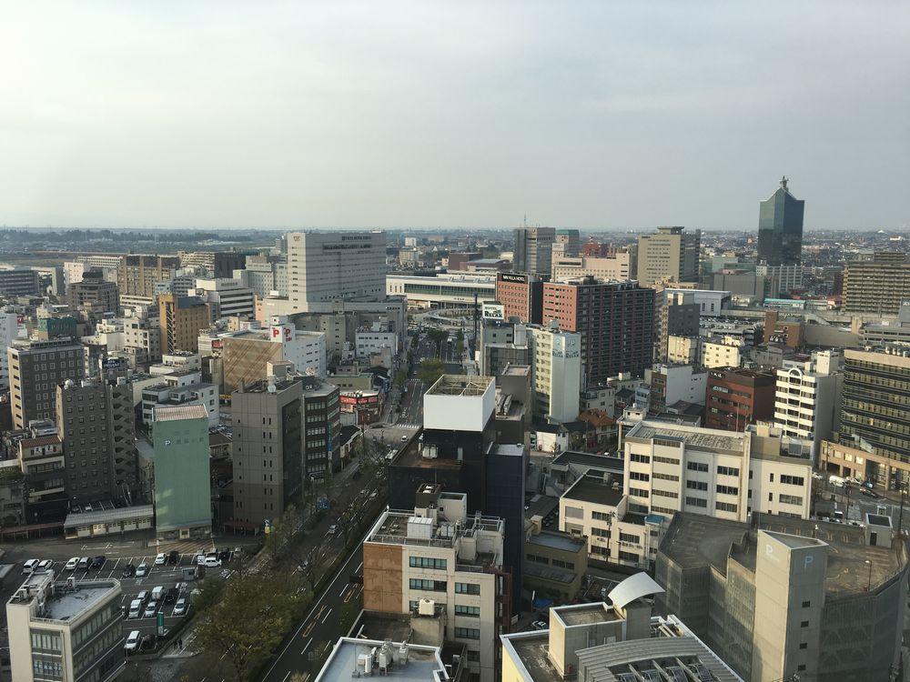 富山市役所の展望台からJR富山駅